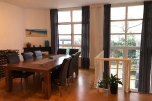 Bekijk woning te huur in Amsterdam Van Breestraat, € 4250, 160m2 - 382139. Geïnteresseerd? Bekijk dan deze woning en laat een bericht achter!