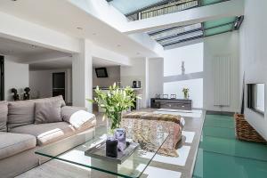 Bekijk appartement te huur in Amsterdam Tichelstraat, € 3500, 180m2 - 386277. Geïnteresseerd? Bekijk dan deze appartement en laat een bericht achter!