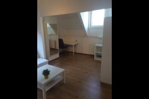 Bekijk studio te huur in Rotterdam Blommersdijkselaan, € 725, 40m2 - 299035. Geïnteresseerd? Bekijk dan deze studio en laat een bericht achter!