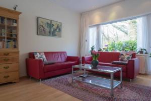 Bekijk woning te huur in Den Haag Laan van Poot, € 2850, 184m2 - 378884. Geïnteresseerd? Bekijk dan deze woning en laat een bericht achter!