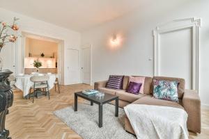 Bekijk appartement te huur in Amsterdam Stadhouderskade, € 2350, 90m2 - 376245. Geïnteresseerd? Bekijk dan deze appartement en laat een bericht achter!